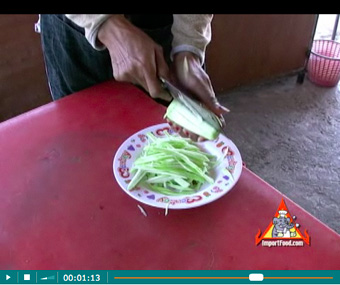How To Prepare Different Versions of Som Tum Our Step-by-Step Photo/Video Recipe - How To Shred Sour Mango for Som Tum