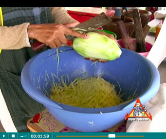 How To Prepare Different Versions of Som Tum Our Step-by-Step Photo/Video Recipe - How To Shred Green Papaya for Som Tum