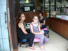 Sidewalk Guide to Bangkok's Finest Street Vendors - Saochingcha Area - Mango with Sticky Rice