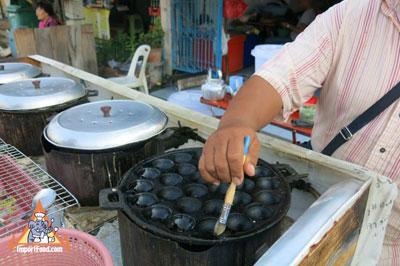Thai Street Vendor Khanom Krok
