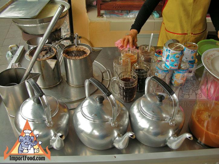 bangkok vendor offers traditional thai coffee and tea