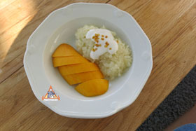 Thai Sweet Sticky Rice with Mango, 'Khao Neeo Mamuang' - Pandan Sticky Rice w/Mango