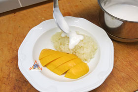 Thai Sweet Sticky Rice with Mango, 'Khao Neeo Mamuang' - Topping Over Pandan Sticky Rice