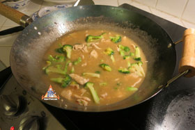 Thai-Style Wide Noodles In Thick Sauce, 'Kuaytiao Lad Na' - Almost done