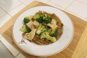 Thai-Style Wide Noodles In Thick Sauce, 'Kuaytiao Lad Na' - Enjoy!