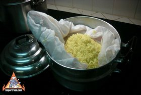 Thai Sticky Rice Steeped in Coconut Milk, 'Khao Neeo Moon' - Steam the sweet rice