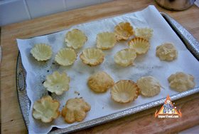 Golden Thai Pastry Cups, 'Kratong Tong' - Golden brown pastry cups
