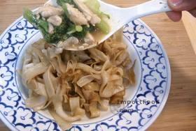 Thai-Style Wide Noodles In Thick Sauce, 'Kuaytiao Lad Na' - Ladle over noodles