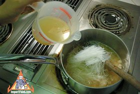 Bean Vermicelli Soup with Pork, 'Tom Jude Woonsen' - Add ingredients