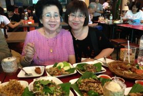 Larb gai & sticky rice w/friends in Bangkok