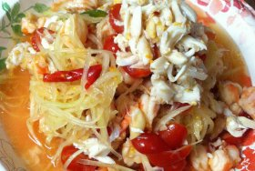 Spicy papaya salad with shrimps and crab meat, cooked by Amy