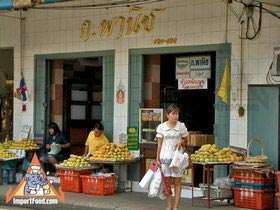 Sidewalk Guide to Bangkok's Finest Street Vendors - Saochingcha Area - Sticky Rice w/Mango