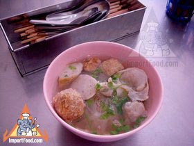 Bangkok Vendor Offers Homemade Meatball Soup Noodles