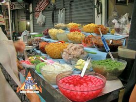 Sidewalk Guide to Bangkok's Finest Street Vendors - Thong Lor Area - Nong Amp