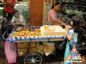 Thai Street Vendor Prepares Fresh Tangerine Juice, 'Nam Som' - Service with a smile