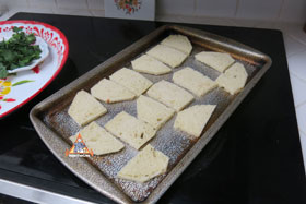 Thai-Style Toast, 'Khanom Bung Na Goong Roy Nga' - The bread, crust trimmed