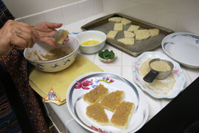 Thai-Style Toast, 'Khanom Bung Na Goong Roy Nga' - Spread it on the bread