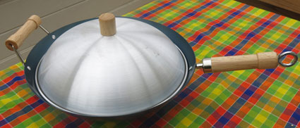 wok with dome lid