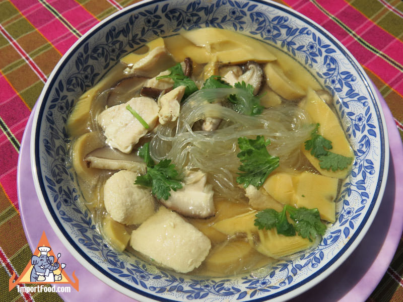 Thai Chicken Soup, 'Kaeng Djuut Wunsen Gai'