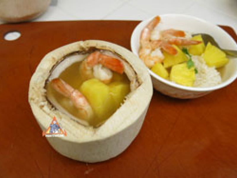 Young Coconut and Pineapple Soup, Gaeng Jued Saparot Mapraow On