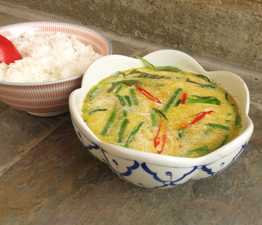 Thai Green Curry Chicken - Mae Pranom