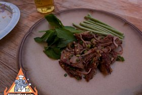 BBQ flank steak larb with mint leaves & green beans