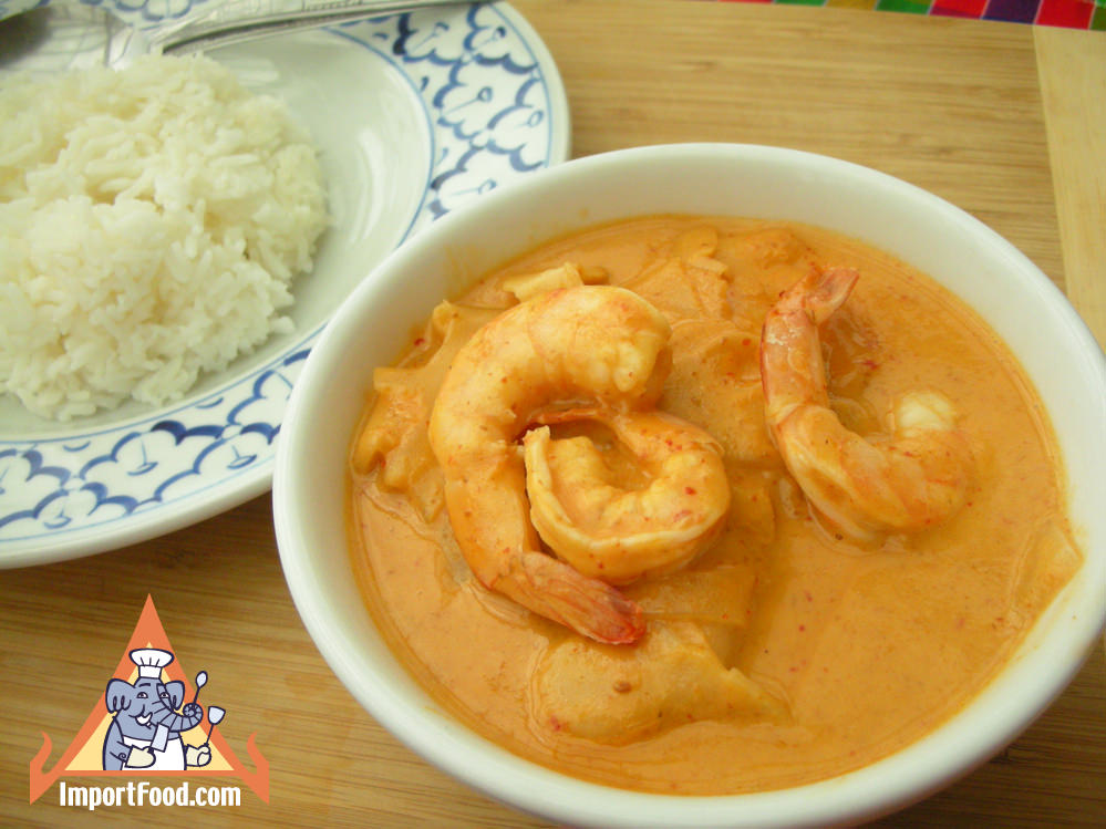 Kaeng kua sour bamboo shoot with shrimp