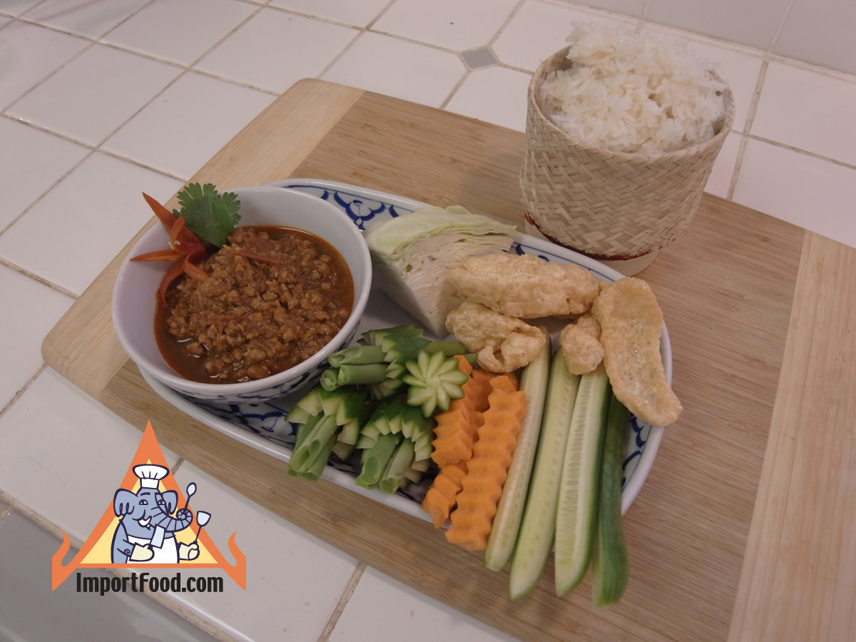 Spicy pork and tomato dip with veggies nam prik ong