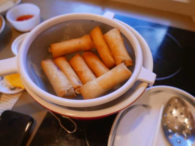 cropped-6Beautiful spring rolls