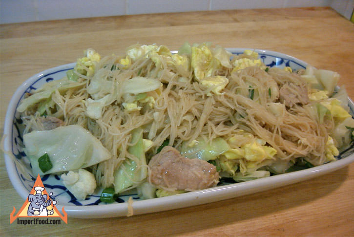 Fried vermicelli noodle pad mee