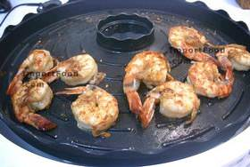 Cook the marinaded prawns