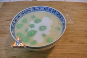 Rice balls in warm coconut milk bua loi