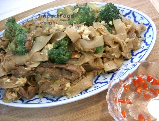 Stir fried wide rice noodles pad si-iew