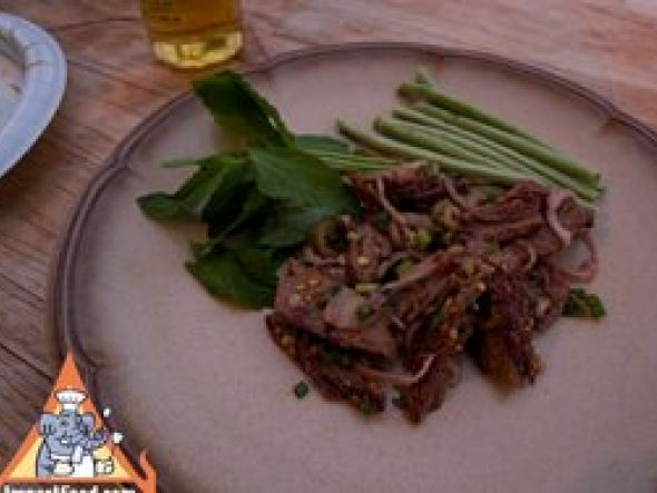 BBQ flank steak larb, with mint leaves & green beans
