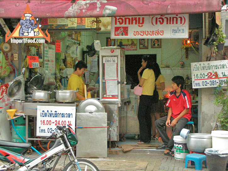 Bangkok Sidewalk Vendor Joke 38