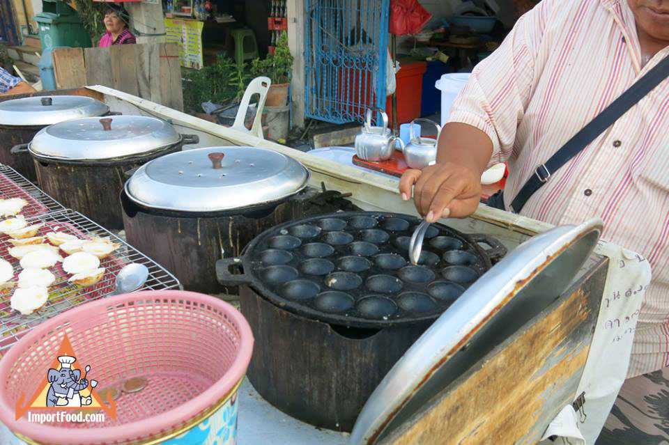 Thai Khanom Krok Vendor