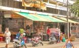 Bangkok Sidewalk Vendor Radna Yod Pak Offers Noodles in Gravy