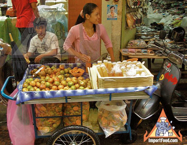 Thai Street Vendor Prepares Fresh Tangerine Juice, Nam Som