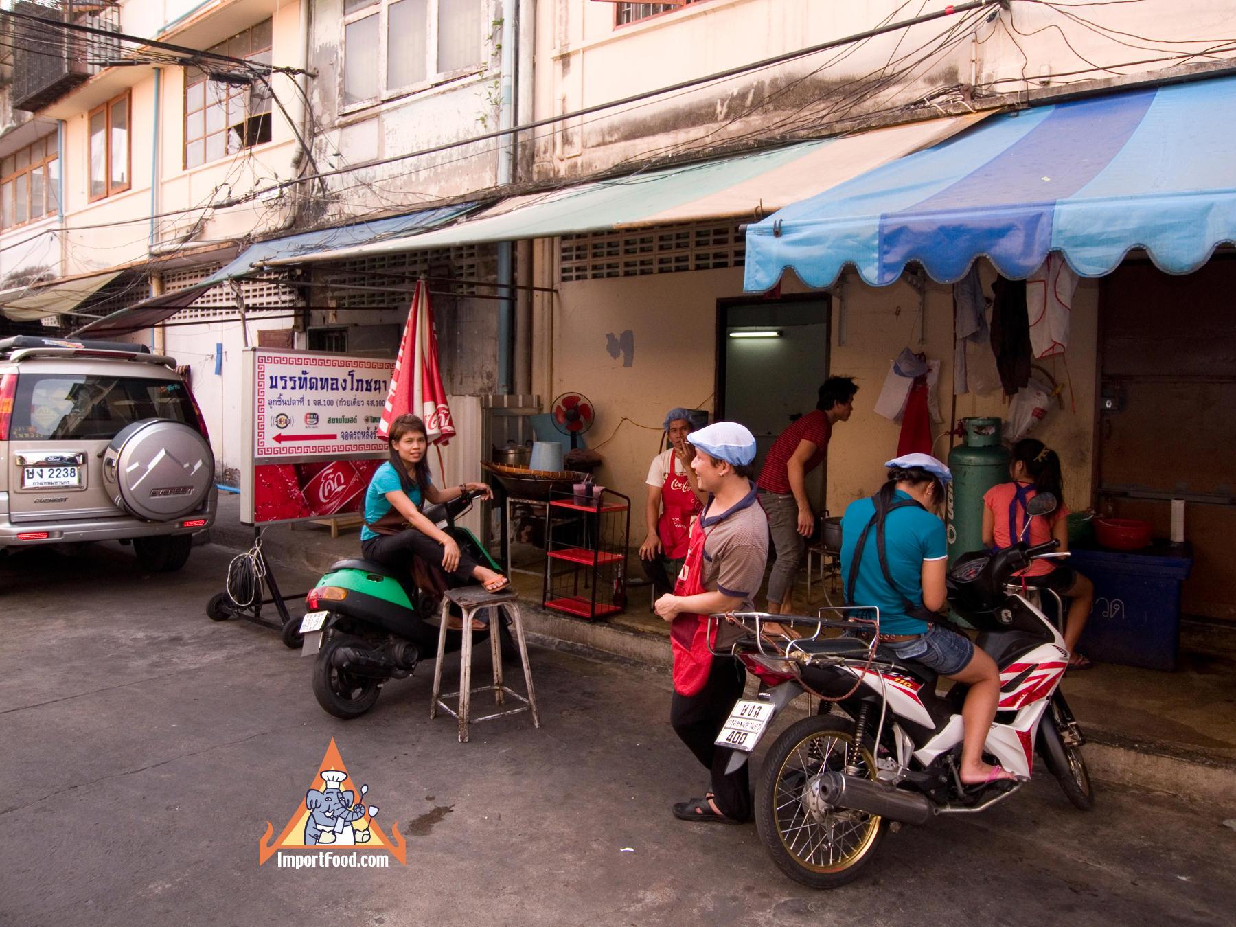 A Look Behind The Scenes of a Bangkok Noodle Shop