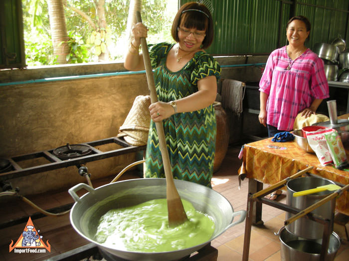 The making of delicious Thai dessert Lod Chong