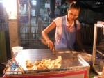 street-vendor-prepares-khanom-buang-03.jpg