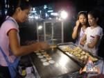 street-vendor-prepares-khanom-buang-05.jpg