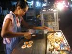 street-vendor-prepares-khanom-buang-06.jpg