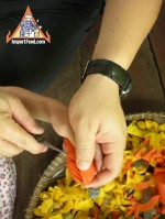 thai-vegetable-carving-carrot-flower-03.jpg
